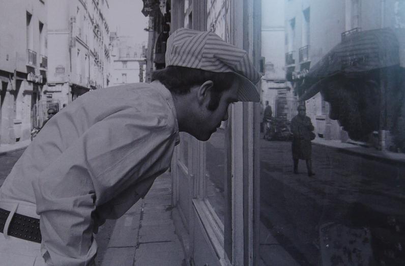 Séance de shopping à la rue Saint Sulpice d'Elton Jones en 1981