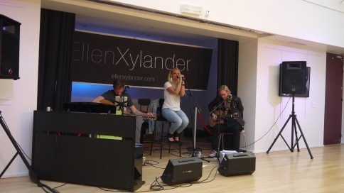 Ellen Xylander et ses guitaristes ©Monsieur Benedict