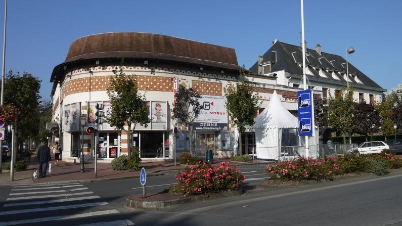 La facade du Morny Club ©Monsieur Benedict