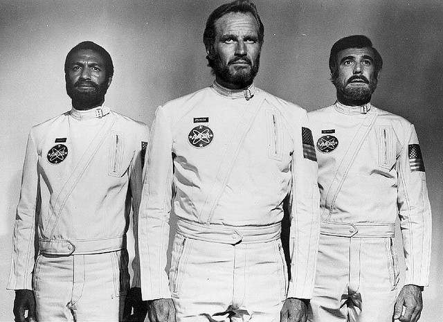 Dodge (Jeff Burton) , Taylor (Charlton Heston), Landon (Robert Gunner)